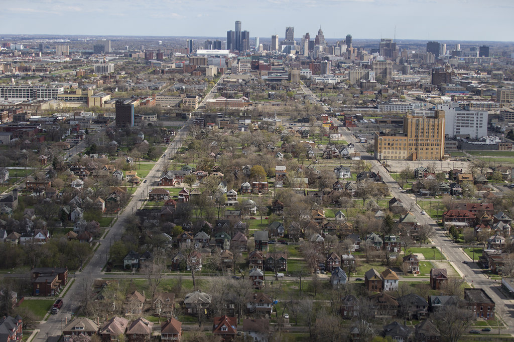 Skyline of Detroit and the surrounding slums