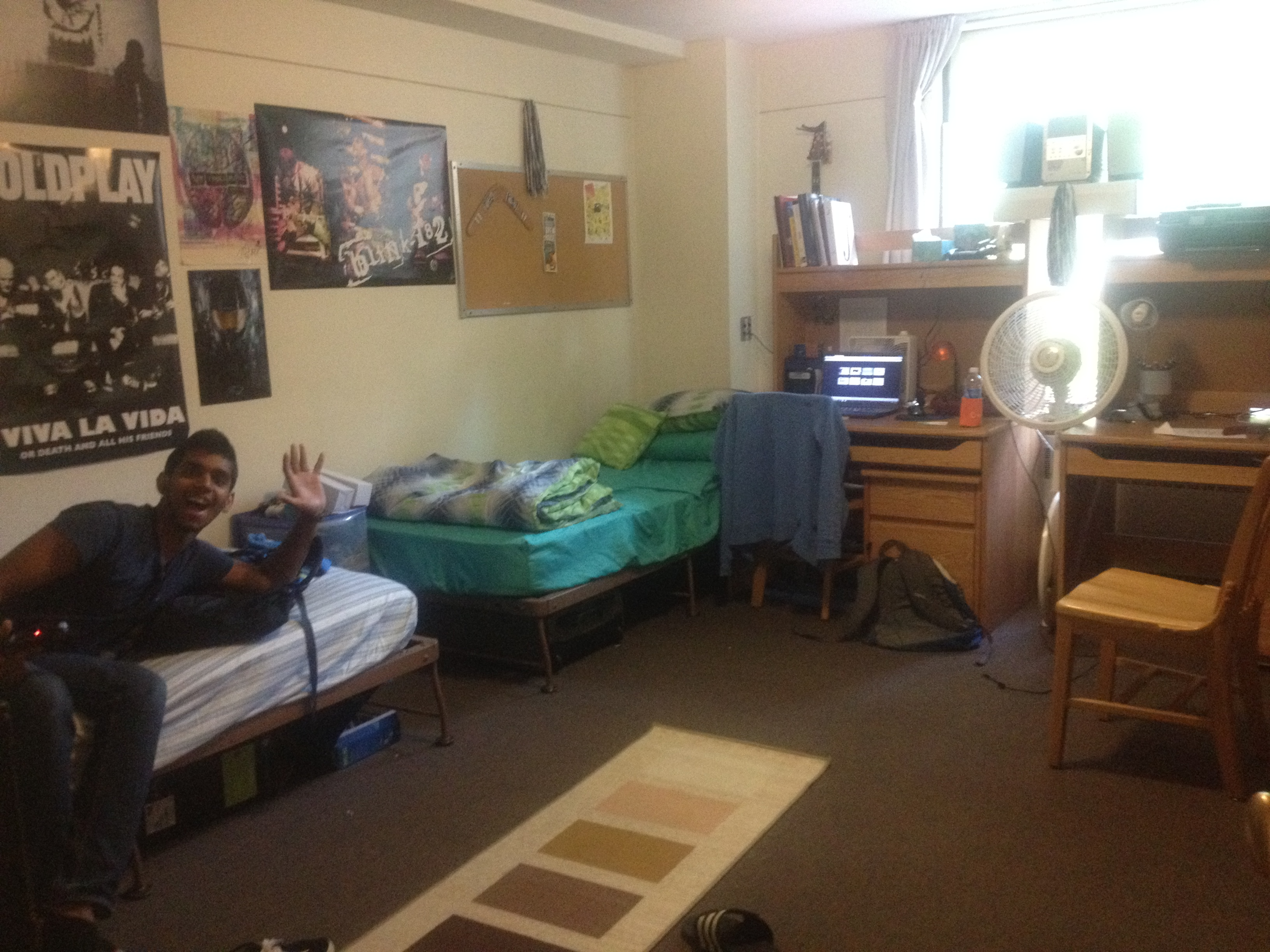 Dorm room carly 39 s comments dorm room just another weblog for Cool dorm room setups