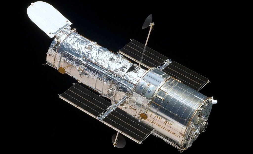 <b>The Hubble Space Telescope (HST)</b> - With MLI blankets (Image from Wikipedia.)