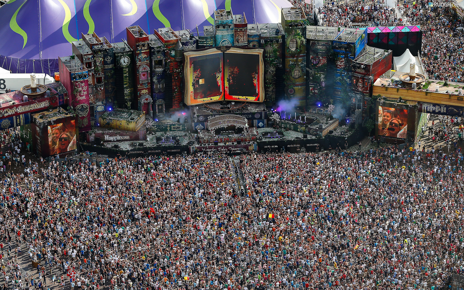 tomorrowland-2012-hd-wallpaper-carpet-of-people
