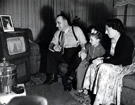 the impact of television in white noise The title of don delillo's book white noise (1985) is generally  tv  transmissions, with references to beams, rays, sound waves, etc  downturn in  the us economy, but instead its after-effects stabilized relatively quickly.