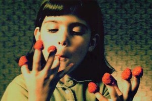 This is one of the opening scenes of the film with the younger Amélie eating raspberries off of her fingers.