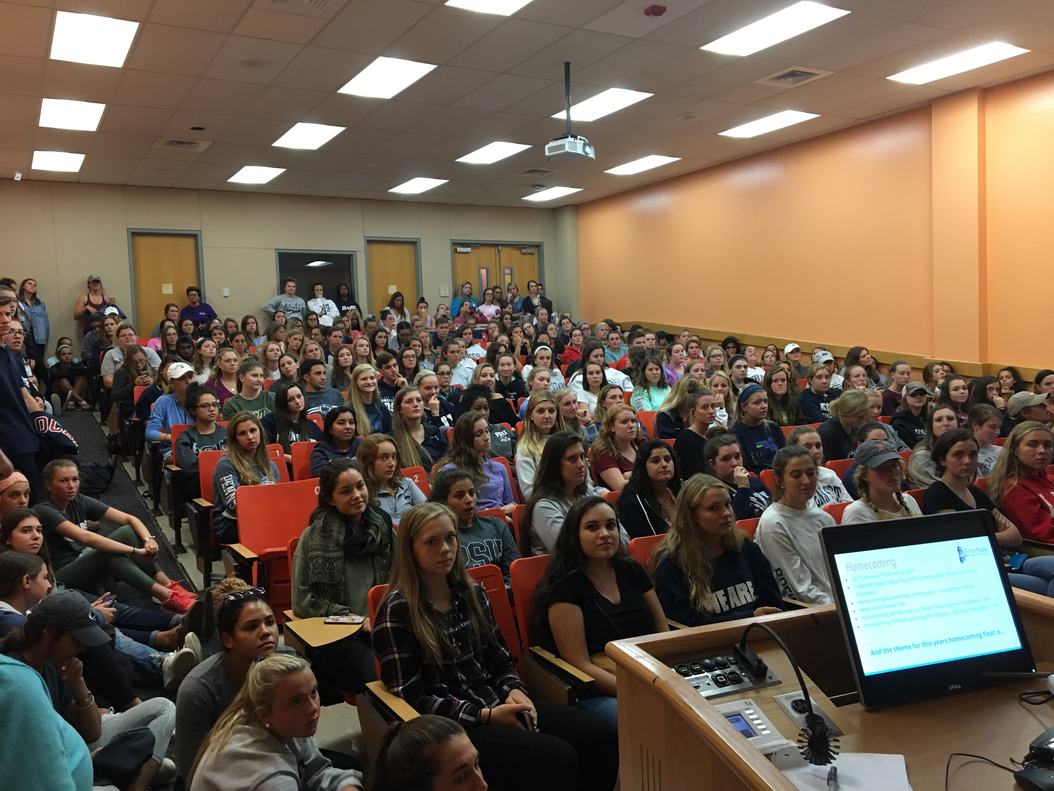 The Penn State Student Nurses' Association of Pennsylvania (SNAP) chapter had a record attendance -- 260! -- at their first meeting of the year August 29. Chapter adviser Mary Ellen Yonushonis said that is 100 more than the previous record. %22The students' enthusiasm and number of activities continue to grow,%22 she said. Thanks to PR chair Christian Schreckhise for the photo!