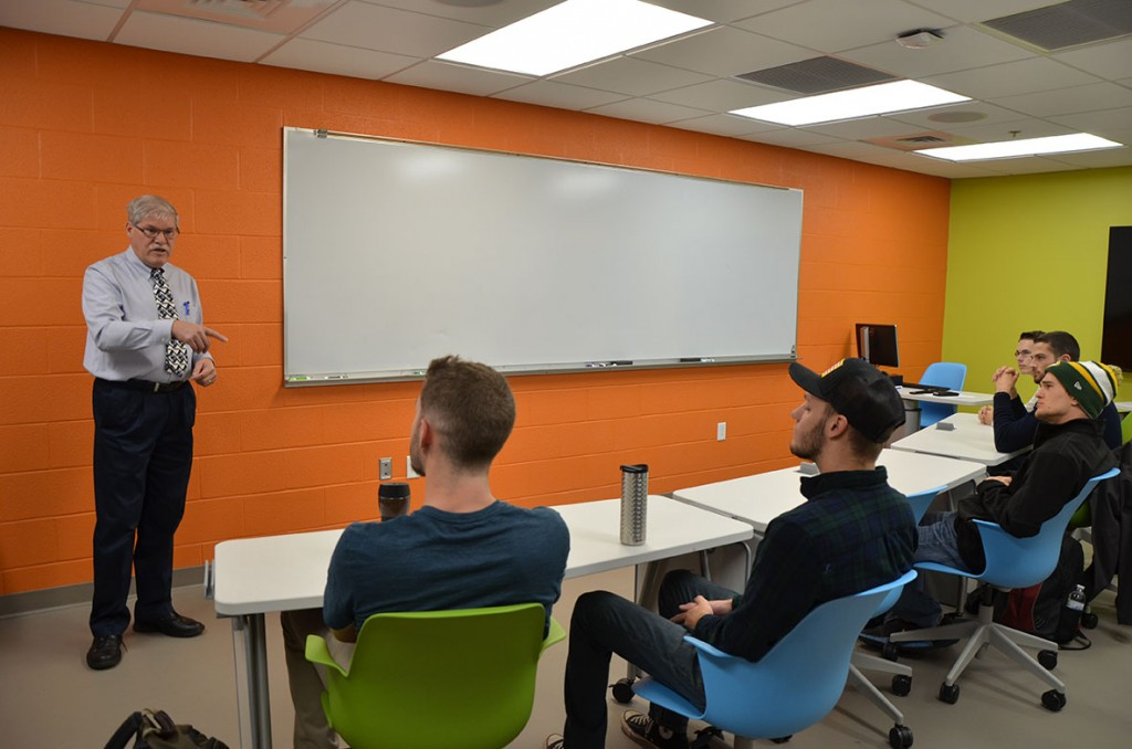 Alumni fellow speaks to Penn State Altoona students during his visit
