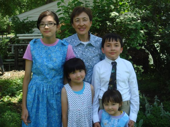 Photo of Yumi Rudy and her 4 children