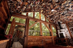 Dan-Phillips-Turns-Trash-into-Recycled-Homes-1