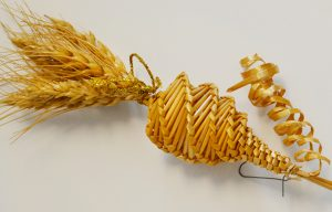 Decorative piece woven from wheat
