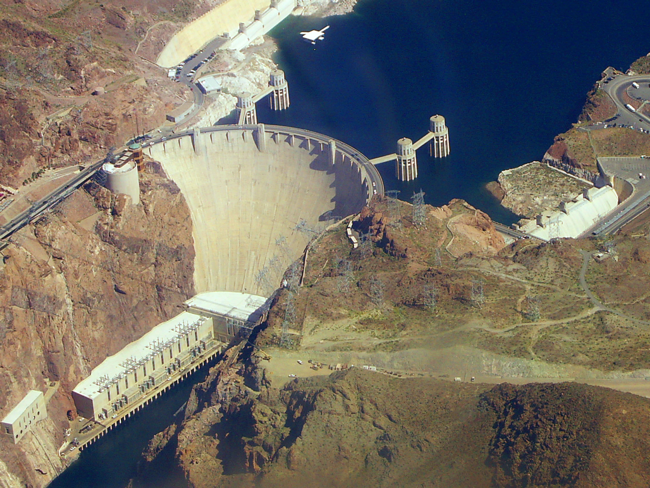 Hoover_dam_from_air