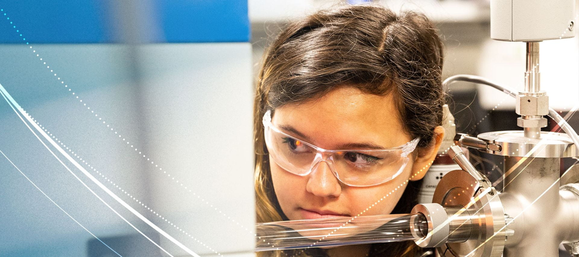 Penn State student, Ana De La Fuente Duran working in a lab.