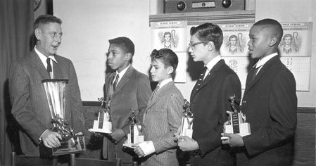 """Des"" Dailey and 4 Young Athletes, 1960"