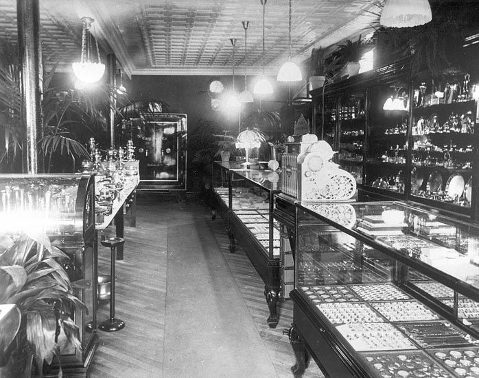Ideal Jewelry Store Under Jacob Yoselowitz at 29 N. Front St., 1905c